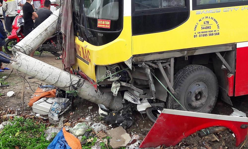 tai nạn giao thông, xe buýt, tai nạn, Nghệ An, xe buýt Đông Bắc