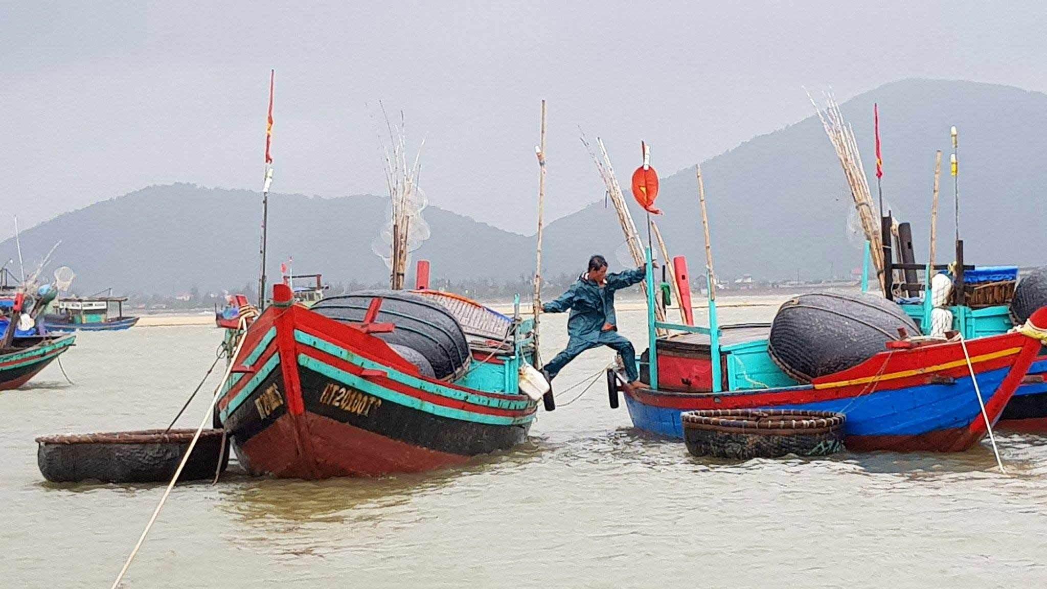 Bão số 2: Sẵn sàng di dời hàng vạn dân từ Thanh Hóa - Hà Tĩnh