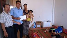 Hơn 45 triệu đồng đến với chị Đinh Thị Loan nuôi 3 con bại não