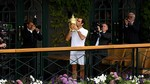 Khoảnh khắc Federer ngất ngây với thiên đường thứ 19