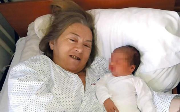 làm mẹ, cụ bà, hiếm muộn, 60 tuổi