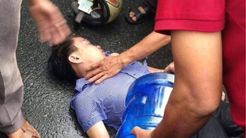 Đi xe máy trong mưa lớn, một người bị sét đánh nguy kịch