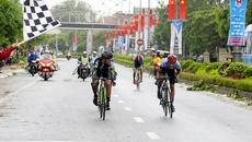 Cú nước rút ngoạn mục của Lê Nguyệt Minh