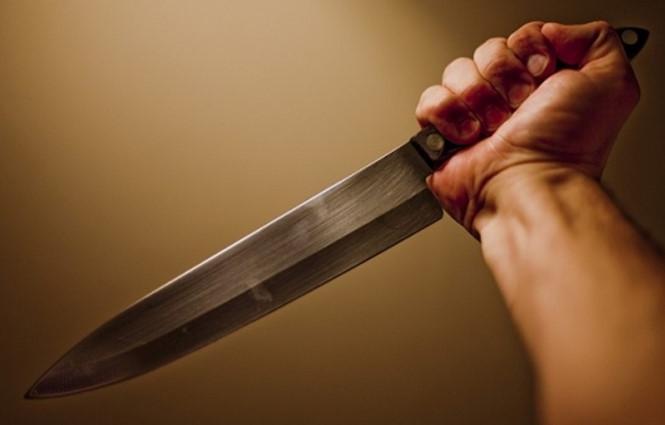 Người đàn ông tử vong, dao cắm thẳng vào ngực