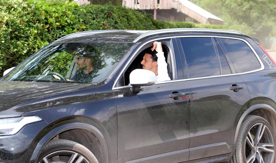 Ibrahimovic làm điều khiến fan MU sướng âm ỉ