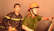 'Người mẹ ngất xỉu vì 4 con gào khóc trong đám cháy ám ảnh chúng tôi'