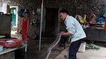 Kỳ lạ cặp trăn quý sống trong nhà: Trả cây vàng không bán
