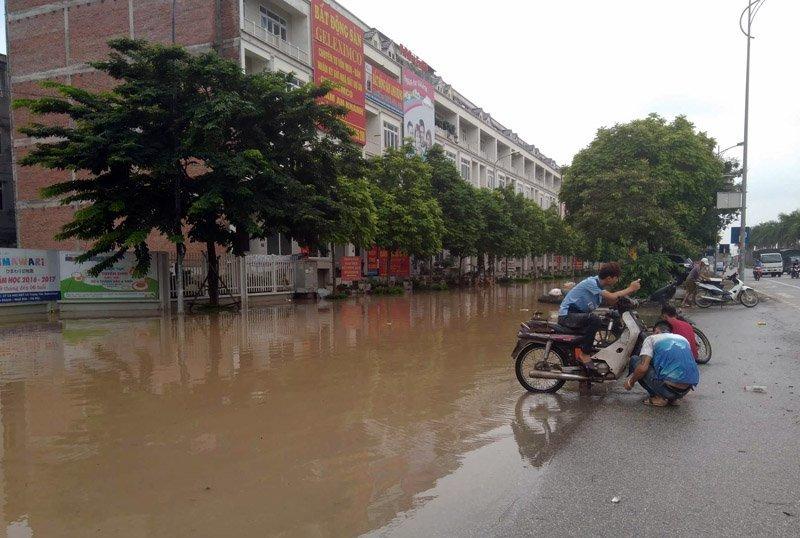 Hàng loạt đô thị phía Tây Hà Nội 'khóc thét' vì ngập