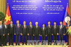 Lào trao phần thưởng cao quý cho lãnh đạo cấp cao Việt Nam