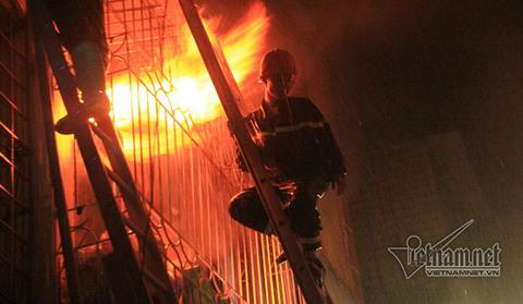 cháy nhà 4 tầng