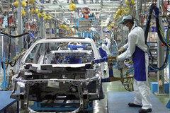 Xe Indo chiếm thị trường, Campuchia làm ô tô điện: Việt Nam chờ đợi gì?