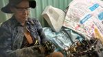 Người đàn bà buôn ti vi cũ ở Sài Gòn: Tuổi xế chiều vất vả dưới cơn mưa