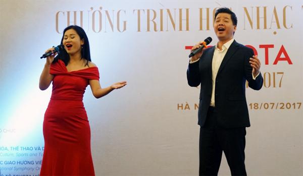 Ca sĩ Đăng Dương hát trong Toyota Concert 2017