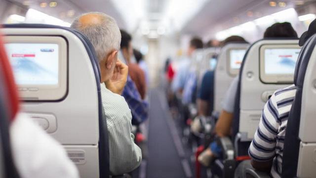 Những trang phục tuyệt đối không nên mặc khi đi máy bay