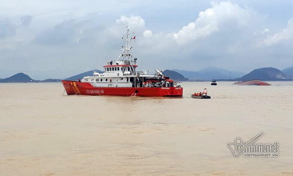 Tìm thấy 1 thi thể trong khoang tàu bị đắm ở Nghệ An
