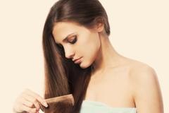 Rụng tóc ở nữ giới sau sinh đẻ