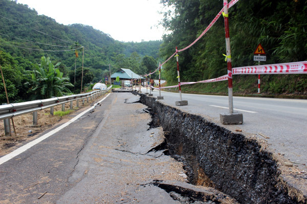 Quốc lộ nghìn tỷ nứt toác kéo dài ở Thanh Hóa