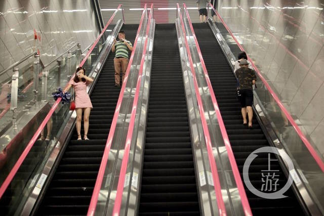 Hoa mắt với lối xuống ga tàu điện ngầm sâu nhất Trung Quốc