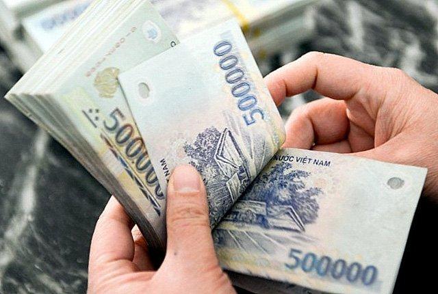 Lấy tiền đâu để tăng lương cho công chức?
