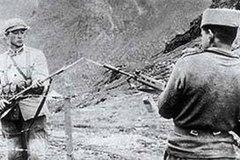 Binh sĩ Trung Quốc, Ấn Độ đang chĩa súng vào nhau
