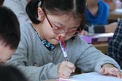 Tranh luận có nên cho trẻ học chữ, làm toán trước khi vào lớp 1