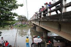Người nhái lặn tìm chồng mất tích khi nhảy xuống sông cứu vợ