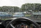 Cách xử lý kính mờ khi lái xe ô tô dưới trời mưa