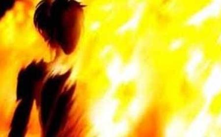 Nổi cơn ghen, chồng đổ xăng đốt vợ