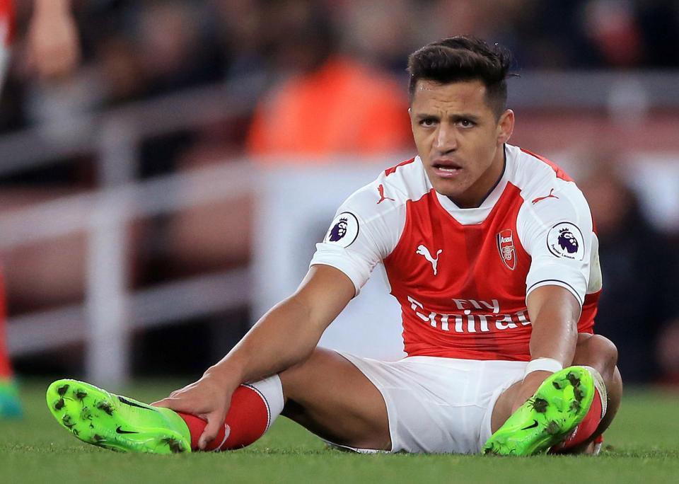 Mourinho hạ chỉ tiêu mua sắm, PSG tóm gọn Sanchez