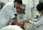 Bé trai bị bạn phóng kéo đứt động mạch chủ, mất gần 2 lít máu