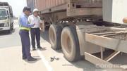 Lốp container phát nổ 'thổi bay' tài xế