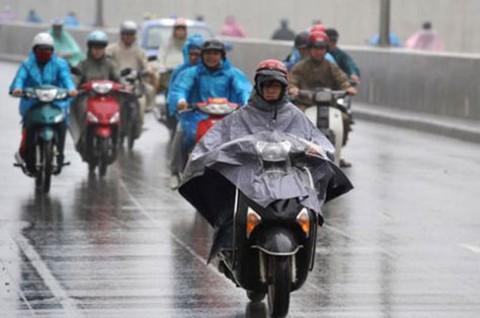 5 lưu ý để mặc áo mưa an toàn, đúng cách