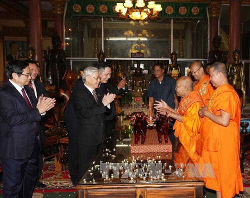 Tổng bí thư thăm hai Đại Tăng thống của Campuchia