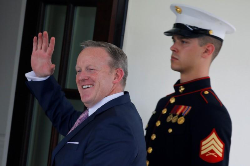 Thư ký báo chí Nhà Trắng bất ngờ từ chức