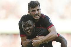 """Đá như lên đồng, Milan """"làm gỏi"""" Hùm xám Bayern"""