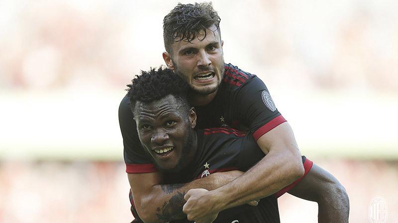 Đá như lên đồng, Milan 'làm gỏi' Hùm xám Bayern