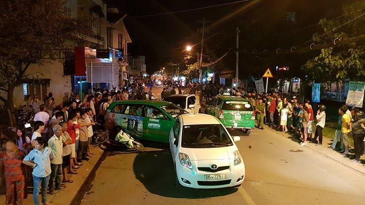 Ô tô húc văng hơn 10 xe, 2 người chết ở Sài Gòn