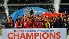 Khoảnh khắc U15 Việt Nam vỡ òa nâng cúp trên đất Thái