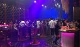 TP.HCM: Quán bar có hàng chục tiếp viên xếp hàng cho dân chơi lựa