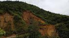 Nghìn khối đất đá lở xuống đường chia cắt huyện Mường Tè