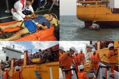 Cứu thuyền viên Trung Quốc bị đột quỵ trên biển
