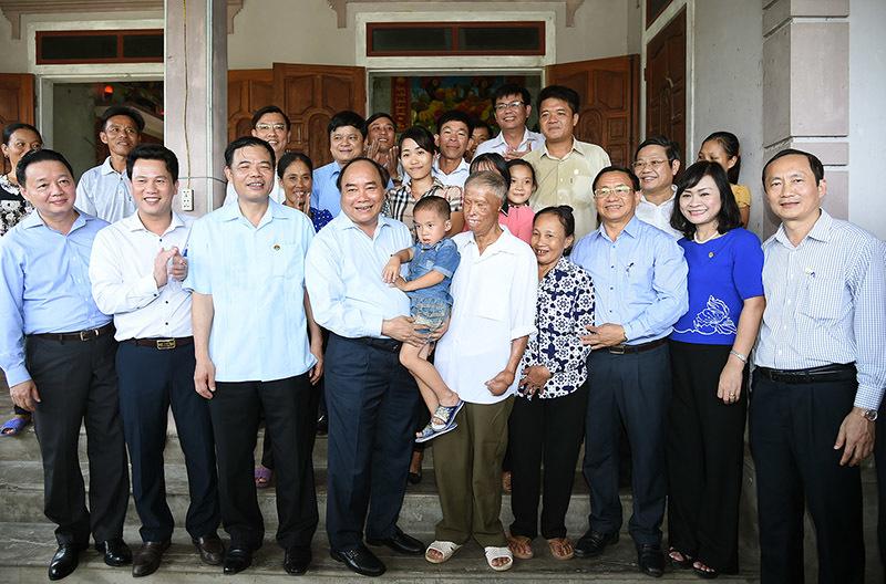Thủ tướng thăm mô hình nông thôn mới 'vườn mẫu' tại Hà Tĩnh