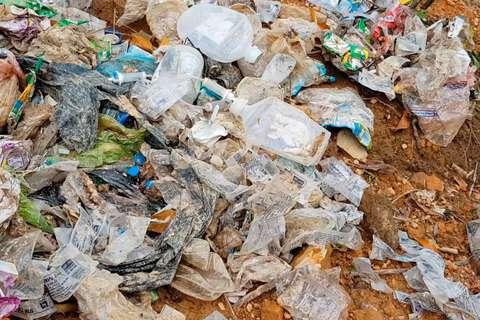 Chôn lấp rác thải sai quy định tại Hương Khê