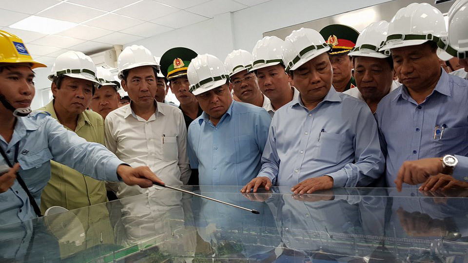 Thủ tướng chứng kiến cá sống ở hồ nước thải Formosa