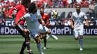 """Fellaini bỏ lỡ khó tin, bị Marcelo hành như """"mèo vờn chuột"""""""