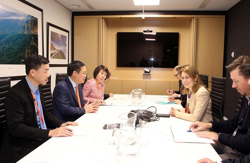 Phó Thủ tướng làm việc với Bộ trưởng Ngân khố Australia