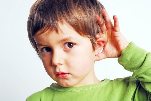 Cách phát hiện trẻ bị khiếm thính