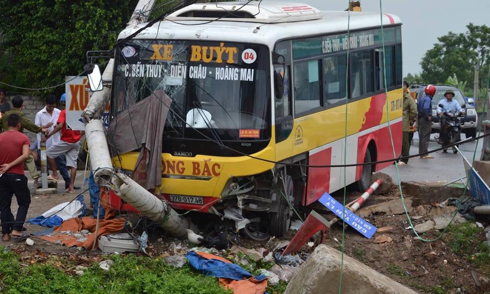 xe buýt, xe buýt Đông Bắc, tai nạn chết người, Nghệ An