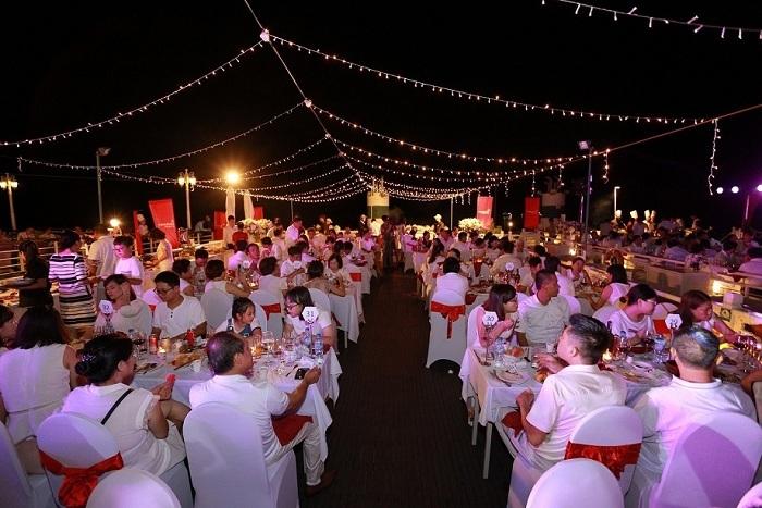 Ấn tượng 'Dạ tiệc trắng Vinhomes Imperia'