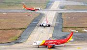 Nhiều chuyến bay bị chậm, hủy do bão số 4